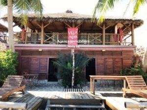vente-villa-avec-chambres-d-hotes-plage-ambondronanosybe-2.jpg