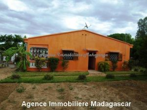 location-annuelle-villa-quartier-lycée-français-mahajanga1.jpg