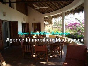 location-belle-villa-meublee-piscine-face-mer-mahajanga1.jpg