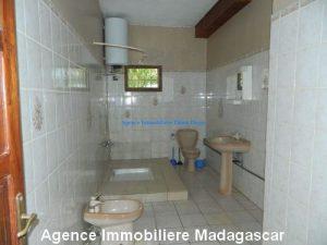 location-grand-appartement-vide-centre-ville-diego-suarez3.jpg