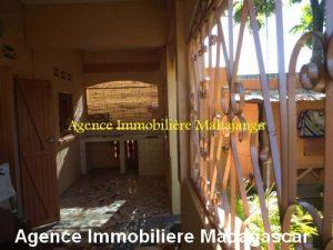 location-maison-ville-deux-chambres-garage-mahajanga-madagascar2.jpg