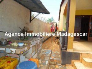 location-petite-maison-meublee-premier-prix-route-universite-diego3.jpg