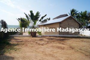 location-bungalow-plage-mahajanga-2.JPG